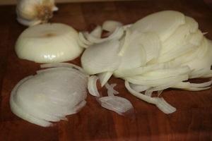 sliced-yellow-onion-for-fresh-tomato-sauce